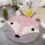 Gehäkelter Teppich im rosa weißen Fuchs-Design