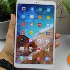 Xiaomi-Mi-Pad-4-in-Hand-736×491