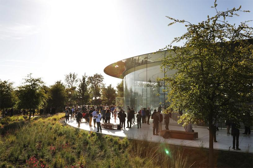 Apple-keynote-guest-arrive-Steve-Jobs-Theater-Apple-Park