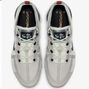 Nike-Sneaker_beige