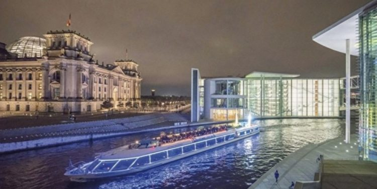 Glitzerschiff Berlin