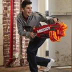 Junge-mit-Nerf-Gun
