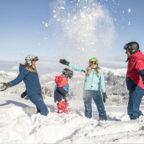 Familie-im-Schnee