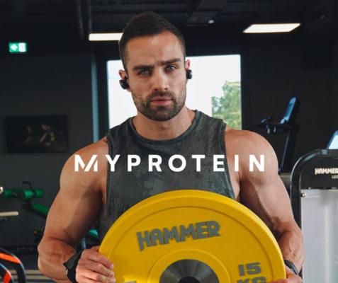 Mann von Myprotein, großer Bizeps