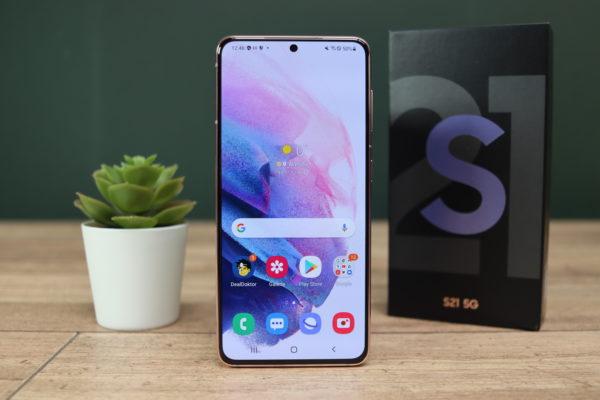 Samsung Galaxy S21 Smartphone Display