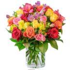 mehr-als-100-blueten-farbspiel-rosenarrangement